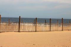 Eingezäunter Strand Stockfotos