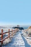 Eingezäunter Weg zum ballybunion Schloss im Schnee Lizenzfreie Stockfotos