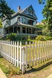 Eingezäuntes Haus in Oak Park Stockbild