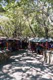 Einheimische, die mexikanische Andenken und andere Utensilien an einem O verkaufen stockfotografie