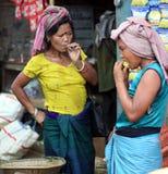 Einheimische Frauen lizenzfreie stockbilder