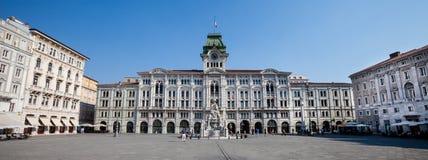 Einheit von Italien-Quadrat Triest, Italien Panorama lizenzfreies stockfoto