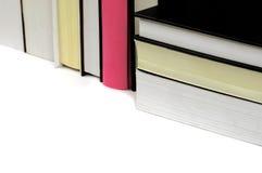 Einige Bücher mit Schwarzem und Rosa Stockbilder