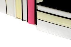 Einige Bücher mit Schwarzem und Rosa Stockfotografie