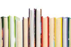 Einige Bücher vereinbart in den Reihen Lizenzfreie Stockbilder
