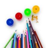 Einige farbige Bleistifte von verschiedenen Farben Lizenzfreie Stockfotos