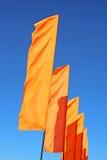 Einige festliche orange Flaggen Stockfotografie