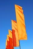 Einige festliche orange Flaggen Lizenzfreies Stockfoto
