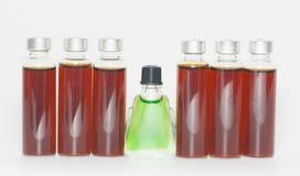 Einige Flaschen flüssige Medizin stockbilder