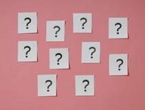 Einige Fragezeichen lizenzfreies stockbild