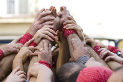 Einige Hände, die ein castel aufbauen Stockfotografie