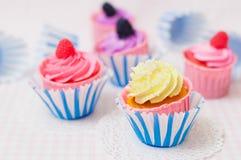 Einige kleine Kuchen stockfotos