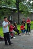 Einige Musiker spielen im Park von Peking Stockfotos