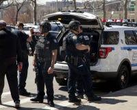Einige NYPD-Terrorismusbekämpfungs-Bürooffiziere während des Öffnens von DA Lizenzfreies Stockfoto