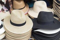 Einige schöne Hüte im Verkauf stockfoto