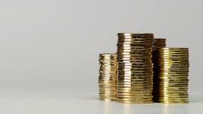 Einige Spalten von Münzen stock video footage