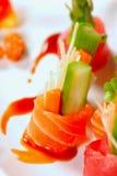 Einige Stücke des japanischen Sashimis auf einer Platte Stockfotos