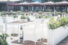 Einige Stühle im Freien lizenzfreie stockfotografie