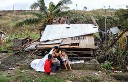 Einige Tausenden ließen Obdachlose in der Zeit nach Taifun Haiyan Stockbilder