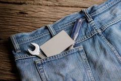 Einige Werkzeuge auf einer Denimarbeitskrafttasche Lizenzfreies Stockbild