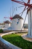 Einige Windmühlen auf der Insel von Mykonos Stockbild