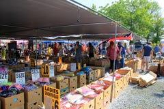 Einige Zelte, welche die Waren von verschiedenen Verkäufern, von grünem Dragon Market und von Auktion, Ephrata, Pennsylvania, 201 Lizenzfreie Stockfotografie