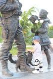 Einjährige Noten des Jungen das Monument lizenzfreie stockbilder