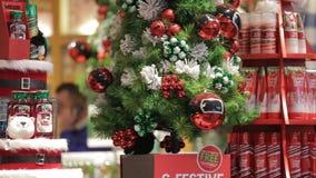 Einkauf auf Weihnachten stock video