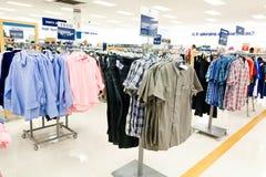 Einkauf: Die Abteilung der Männer Stockbild