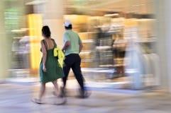 Einkauf in einem Mall lizenzfreie stockfotografie