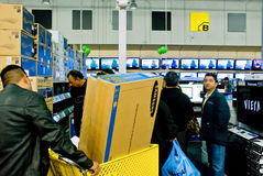 Einkauf für Fernsehapparat Stockfotografie