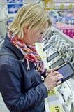 Einkauf für Tablette-PC Stockfotos