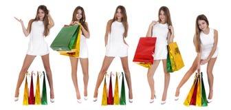 Einkauf, junge blonde Mädchen mit bunten Einkaufstaschen im Whit Lizenzfreies Stockbild