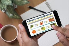 Einkauf an upermarket Mallgemischtwarenladen-Gemüse hea lizenzfreie stockfotografie