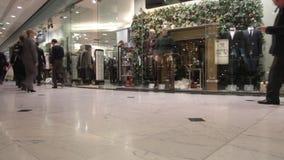Einkauf vor Weihnachten stock footage