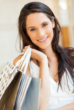 Einkaufen der jungen Frau lizenzfreies stockbild