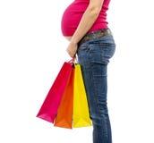 Einkaufen der schwangeren Frau lokalisiert auf Weiß Lizenzfreies Stockfoto