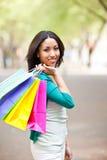 Einkaufen der schwarzen Frau Lizenzfreie Stockfotografie