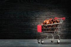 Einkaufen für Ramadan Getrocknete Daten Köstliche getrocknete Daten, ein Lieblingsteller vieler Feinschmecker lizenzfreie stockfotografie