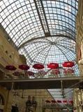 Einkaufen-Säulengang lizenzfreies stockbild