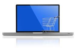 Einkaufen-Wagen über einem weißen Laptop Stockfotos