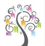 Einkaufenbeutel auf Baum Lizenzfreies Stockbild