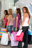 Einkaufenfreunde Stockfoto