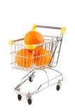 Einkaufenlaufkatze und -orangen Stockfotografie