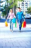 Einkaufenpaare Stockfoto