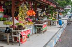 Einkaufs-Reihe in Singapur mit der Vielzahl frisch und exotisch von stockfotos