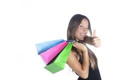 Einkaufsfrau, die Daumen herauf Geste zeigt Stockbilder