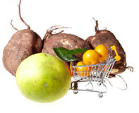 Einkaufslaufkatze und -früchte Stockbild