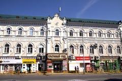 Einkaufssäulengang im alten Haus des 19. Jahrhunderts in Penz Lizenzfreies Stockfoto