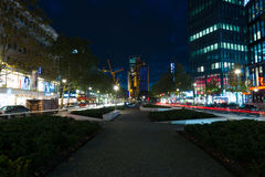 Einkaufsstraßen von Westberlin in der Nachtbeleuchtung Lizenzfreies Stockbild